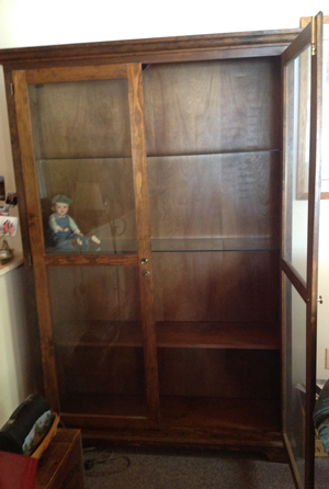AYT - Curio Cabinet