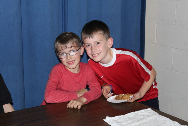 AEMS Students Bake and Serve  Apple Crisp