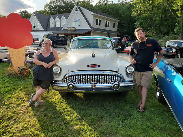 Ricky's Cruise-In Draws Antique Car Enthusiasts to Andover