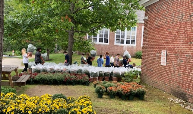 AE/MS Eighth Graders Sell Mums for Class Trip